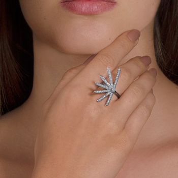 star-ring-white-diamonds-model