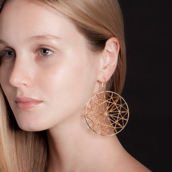 round-earring-plated-rose-gold-model