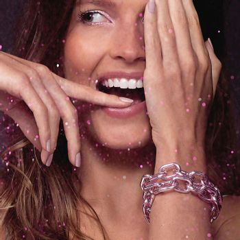small-pink-chain-bracelet-silver-with-pink-lacquer-model