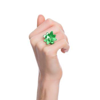 anel-blossom-prata-com-green-lacquer-e-safira-verde-modelo