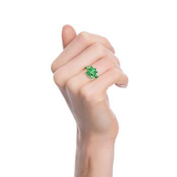 anel-blossom-mini-prata-com-green-lacquer-e-safira-verde-modelo